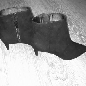 Black casual heeled ankle boots